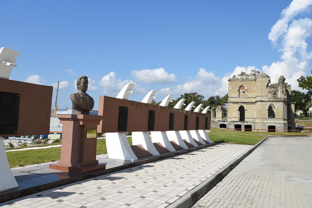 На территории Новороссийской военно-морской базы появилась аллея Героев