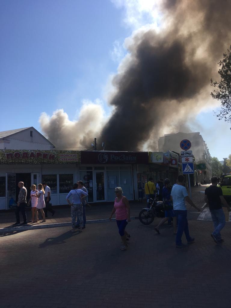 в Геленджике горит рынок