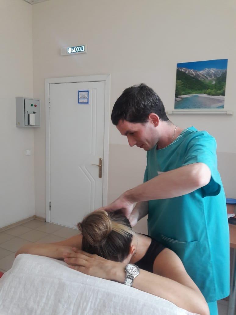 В больнице Новороссийске появился необычный массажист