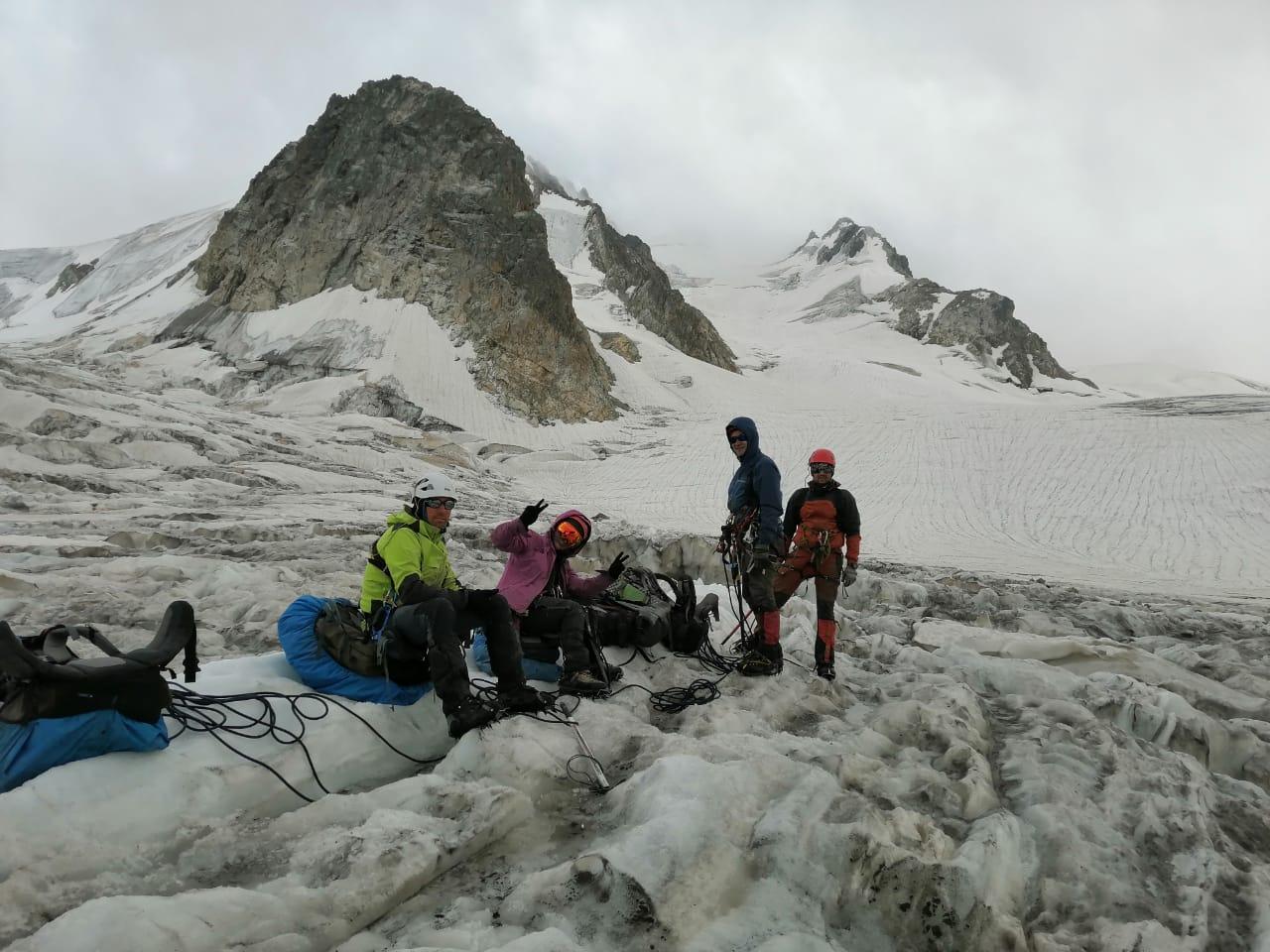 Новороссийские альпинисты покорили самый сложный ледник Кавказа