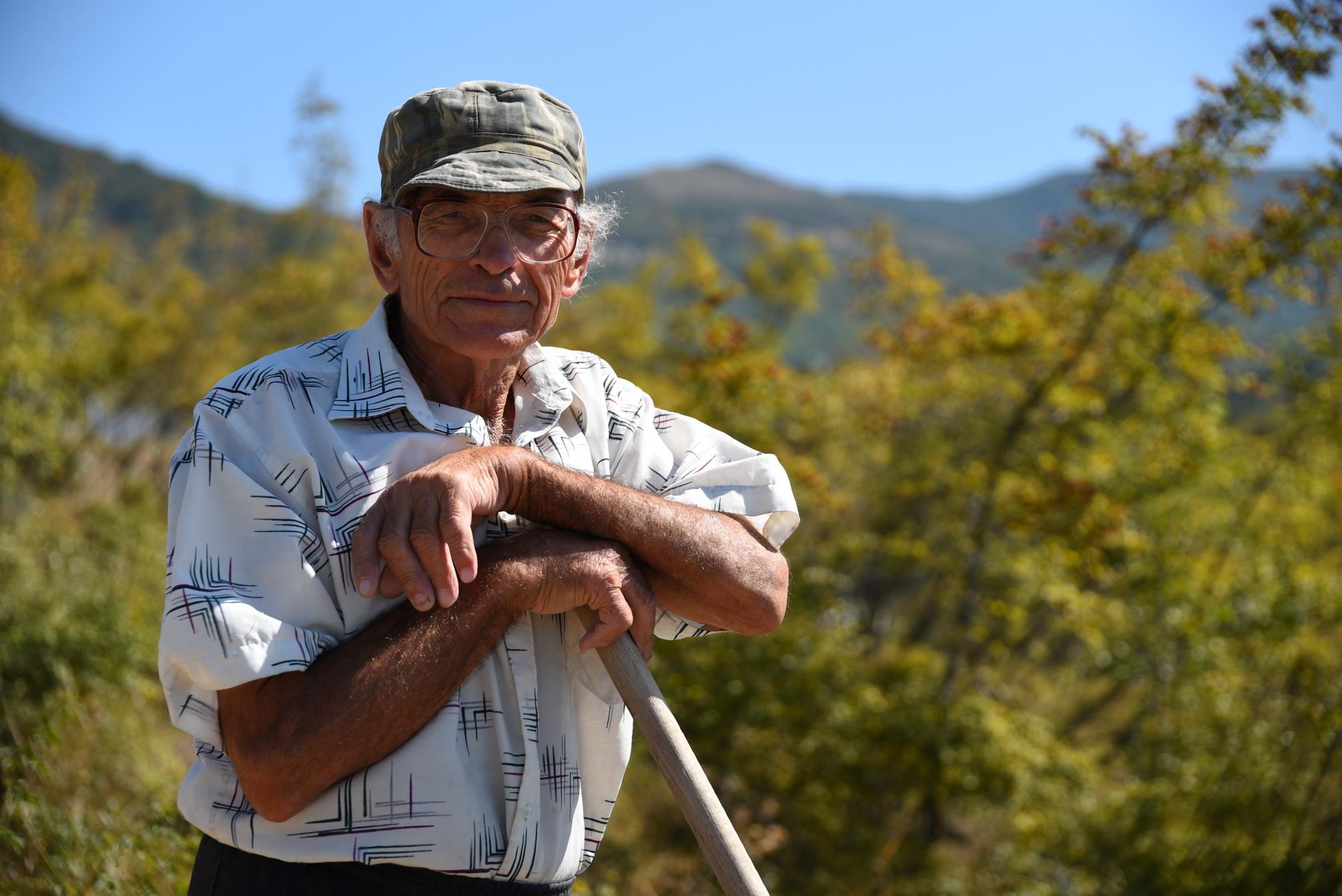В горах Новороссийска пенсионер хочет посадить фруктовый сад