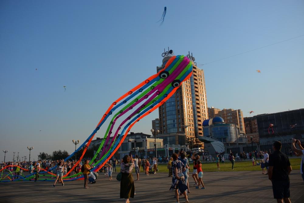 В Новороссийске в воздухе кружили 450 воздушных змеев