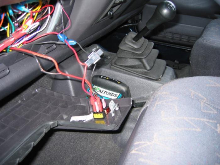 ВНовороссийске молодежь пыталась угнать автомобиль спомощью интернет-инструкции