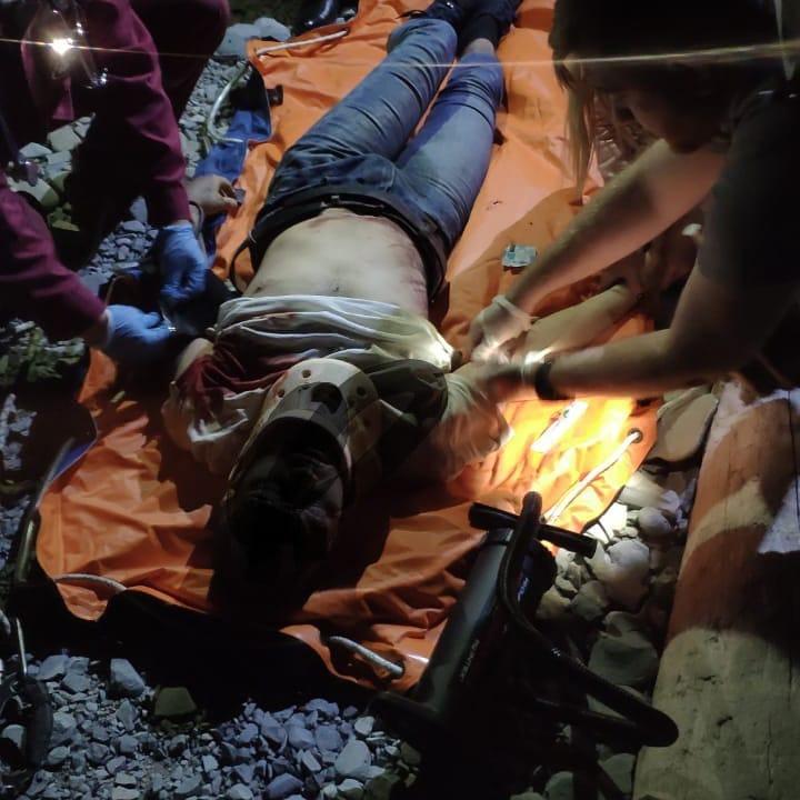 ВНовороссийске поздно вечером мужчина упал сгоры