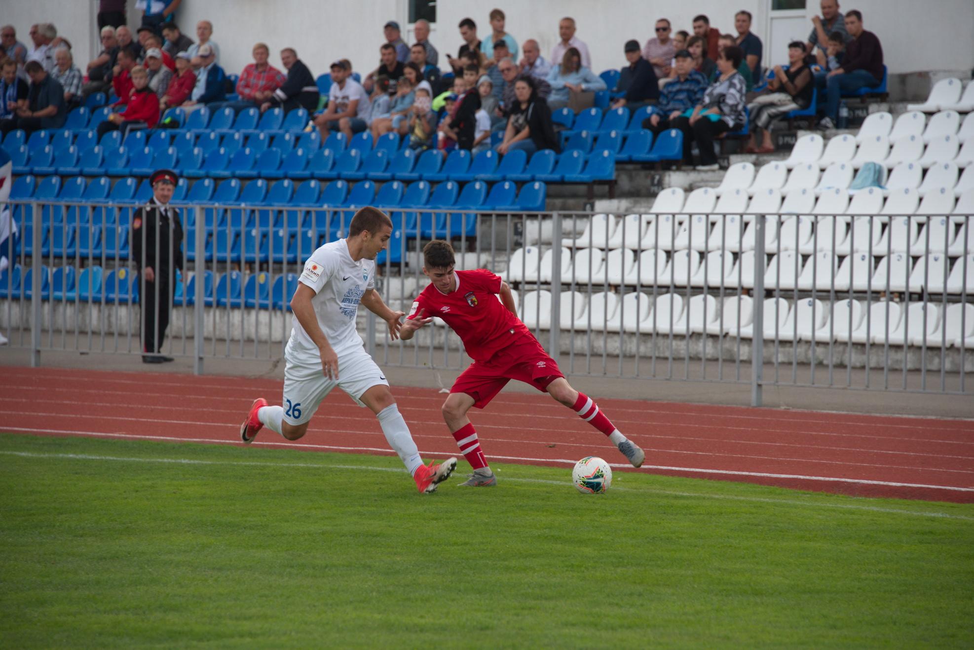 Новороссийские футболисты держатся за третье место