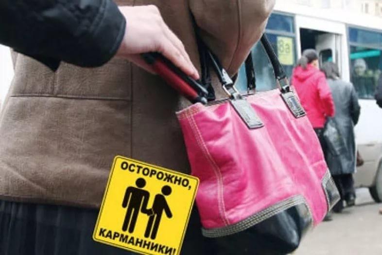 На остановках Новороссийска работала карманница
