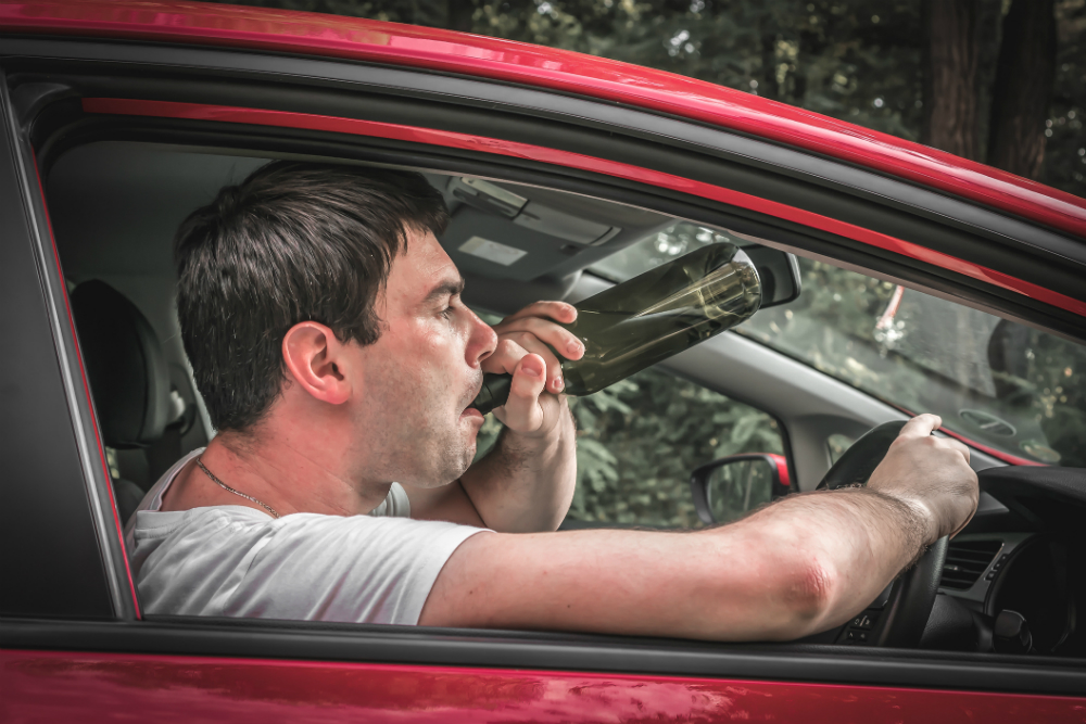 Хроническим алкоголикам не вернут водительские удостоверения