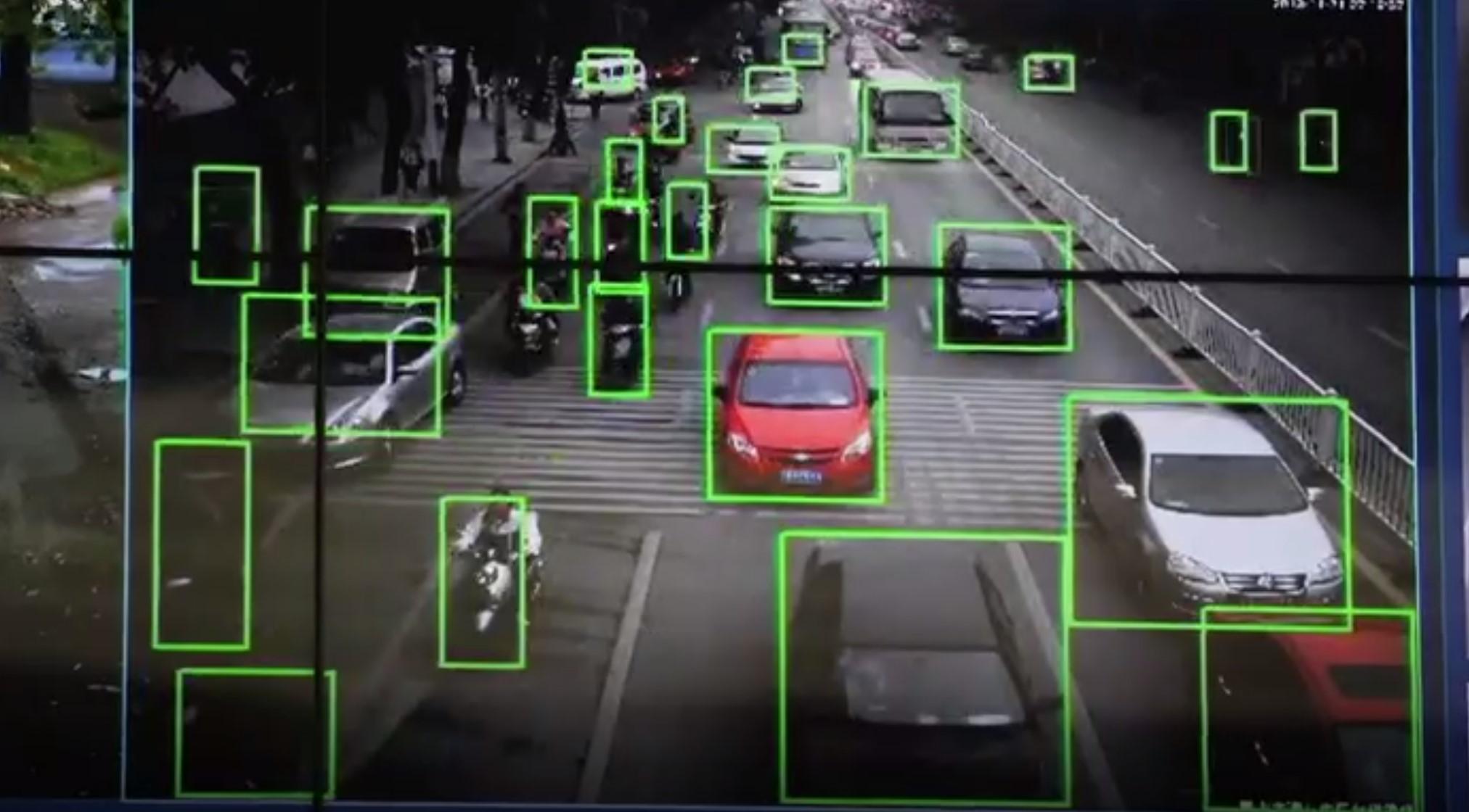 Камеры видеонаблюдения будут вычислять тех, кто говорит по телефону за рулем и ездит без ремня