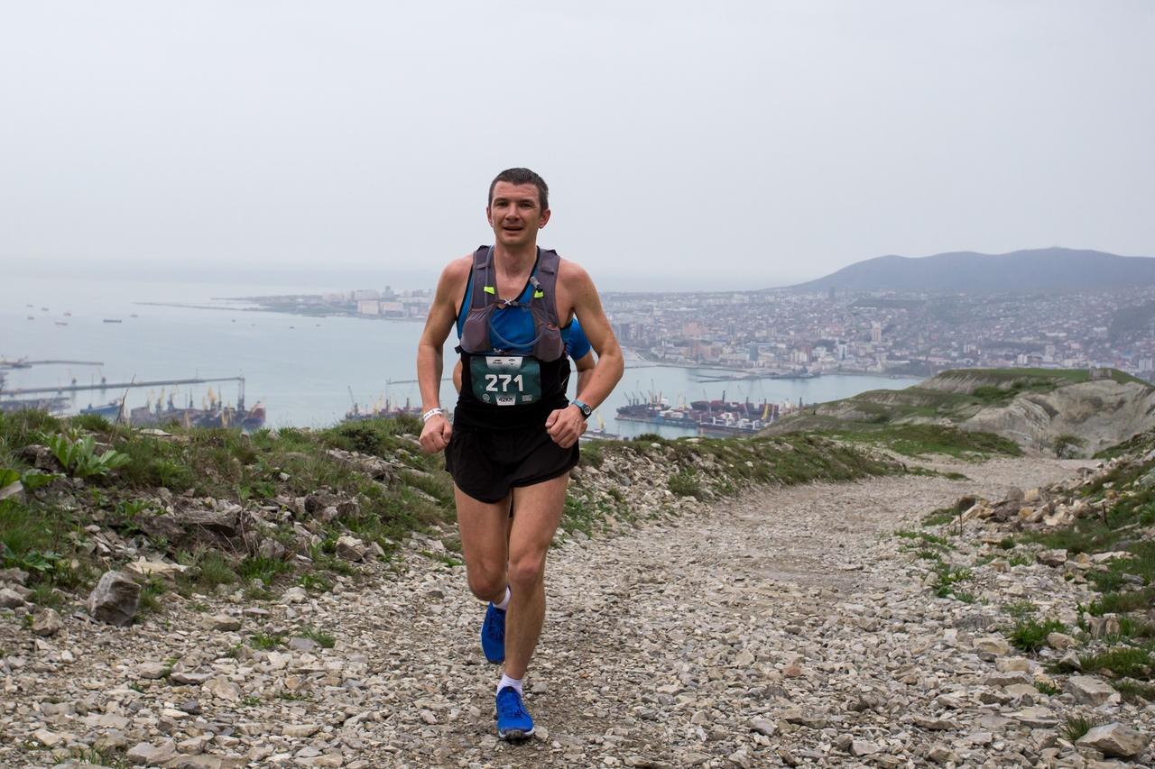 Марафон по горам Новороссийска: спортсмены бежали сутки без перерыва