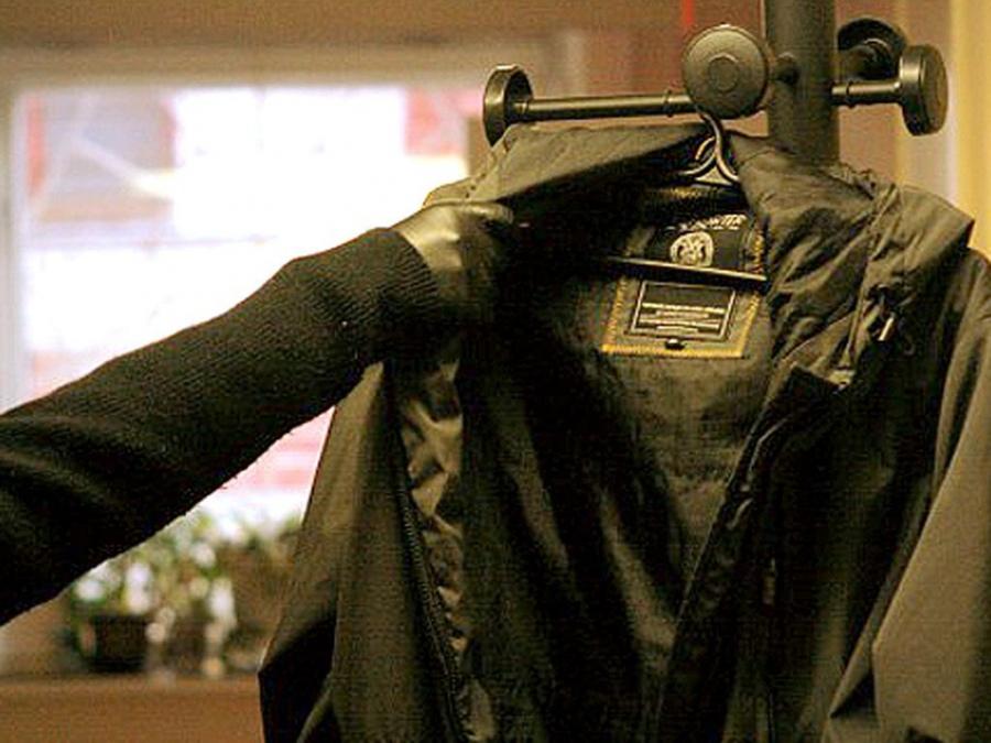 Две подруги воровали пальто в Новороссийске