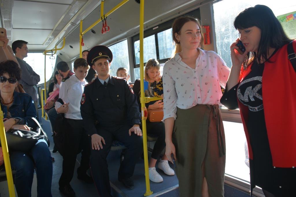 В Новороссийском троллейбусе разыграли «маленькие трагедии»