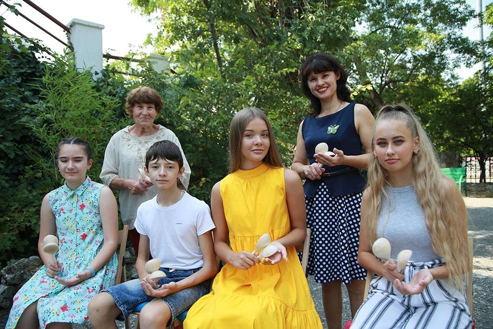 Новороссийские дети шум превратили в музыку