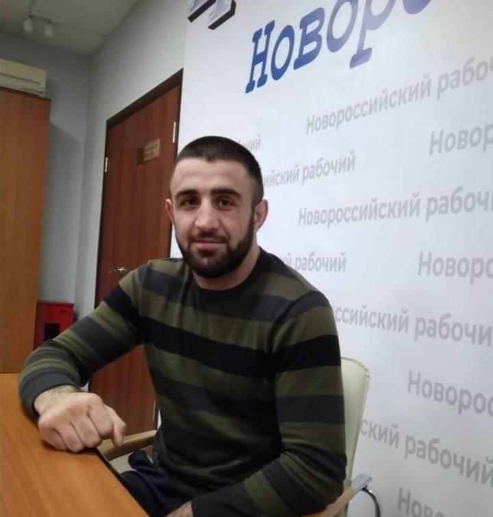 Новороссийский спортсмен отобрал чемпионский пояс