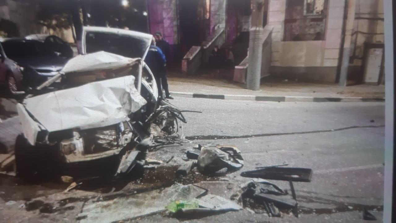 В Новороссийске водитель легковушки врезался в прицеп: четверо пострадавших