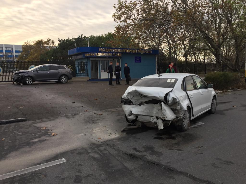 В Новороссийске иномарка сбила студента на тротуаре