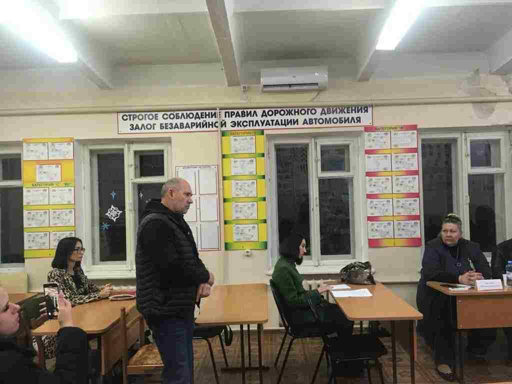 В Новороссийске водитель маршрутки устроил травлю школьников