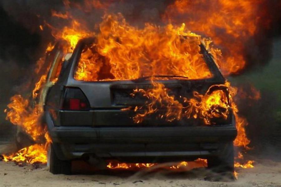 ВНовороссийске ревнивец сжёг автомобиль