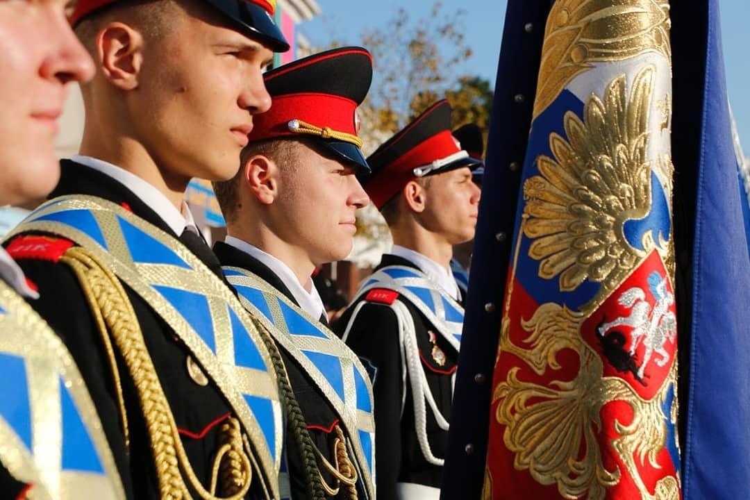 Новороссийским кадетам вручили Знамя Президента России