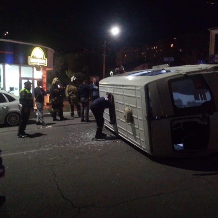 Маршрутка врезалась в КамАЗ в Новороссийске. Четверо пострадавших — в больнице.
