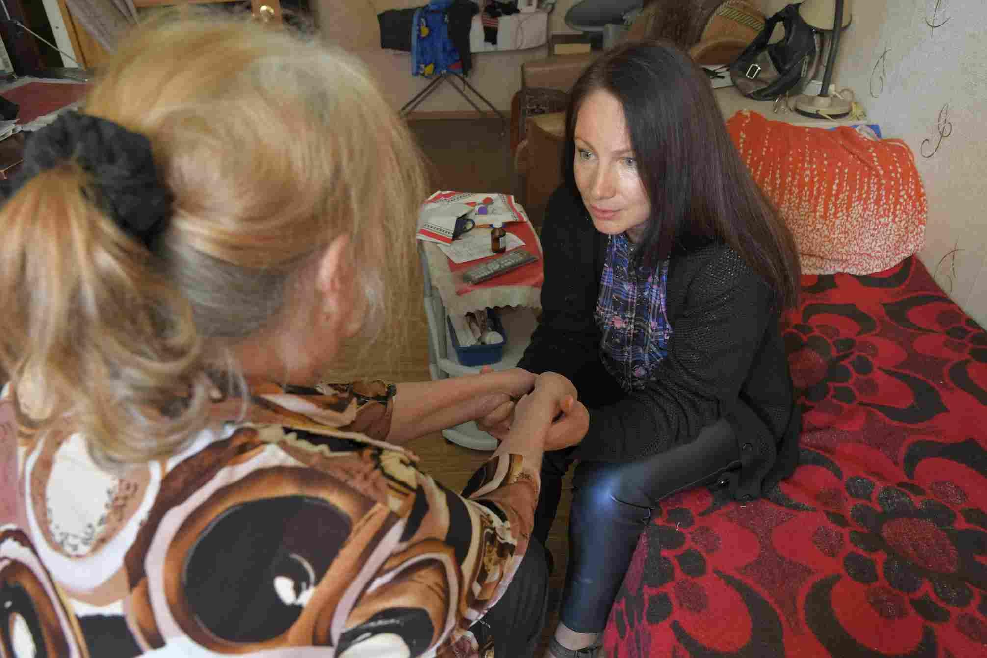 Старушку-мать выбросили на улицу: почему дети бывают жестоки?