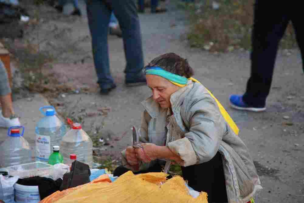 В Новороссийске можно прокормиться у мусорки