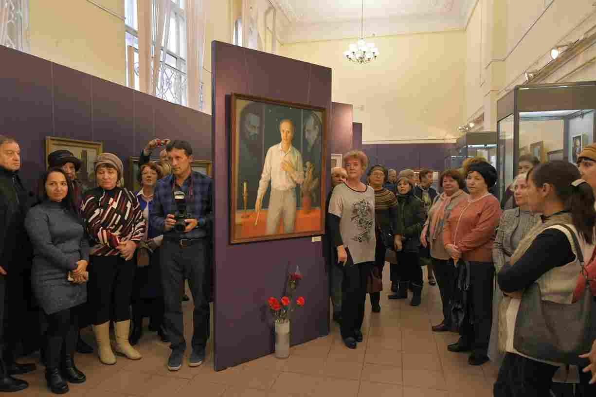 В Новороссийске открылась выставка художника, с которого создавали скульптуру Пушкина в центральной аллее