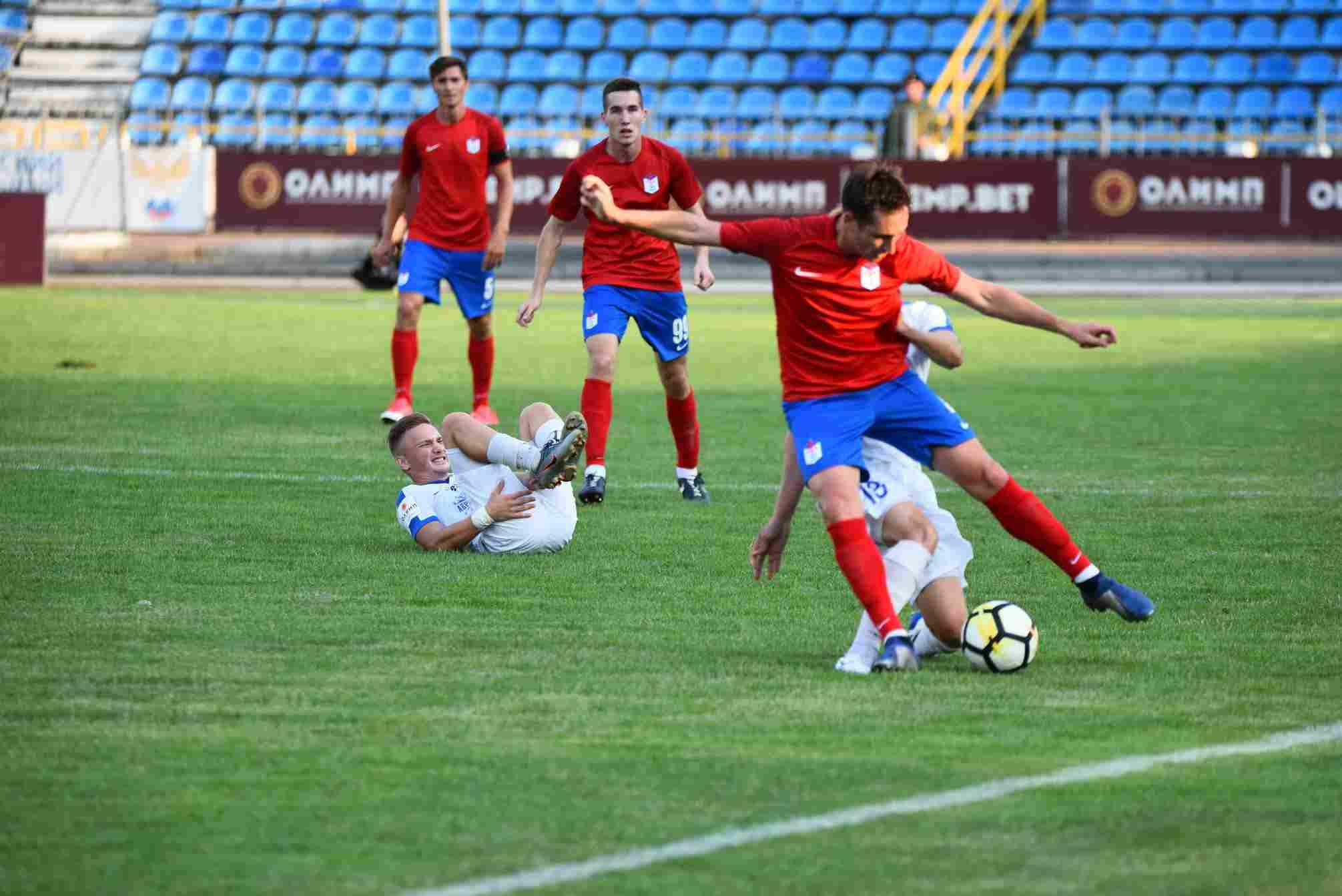 Новороссийские футболисты уступили впоследней игре года