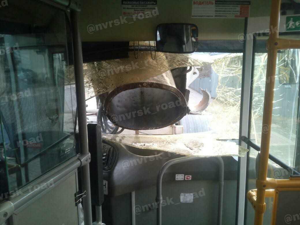 В Новороссийске столкнулись бетономешалка и пассажирский автобус