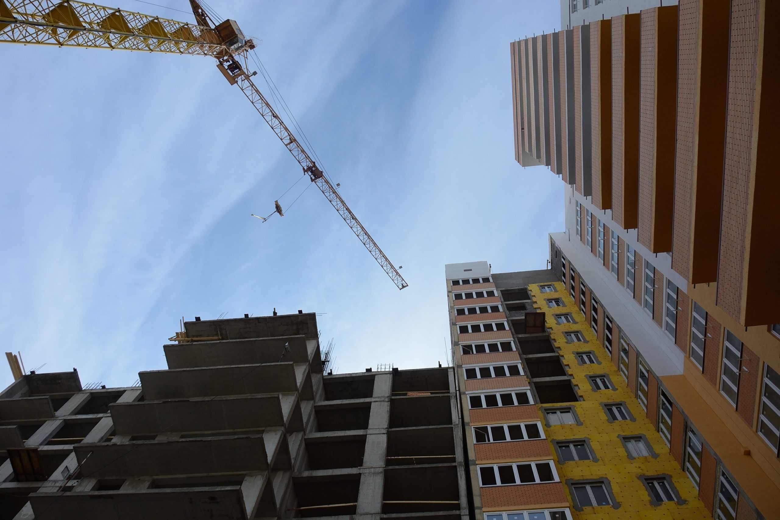 Замглавы Новороссийска предлагает жаловаться лично ему на работающие по ночам стройки