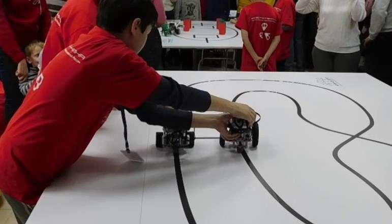 Новороссийские школьники выпустили роботов