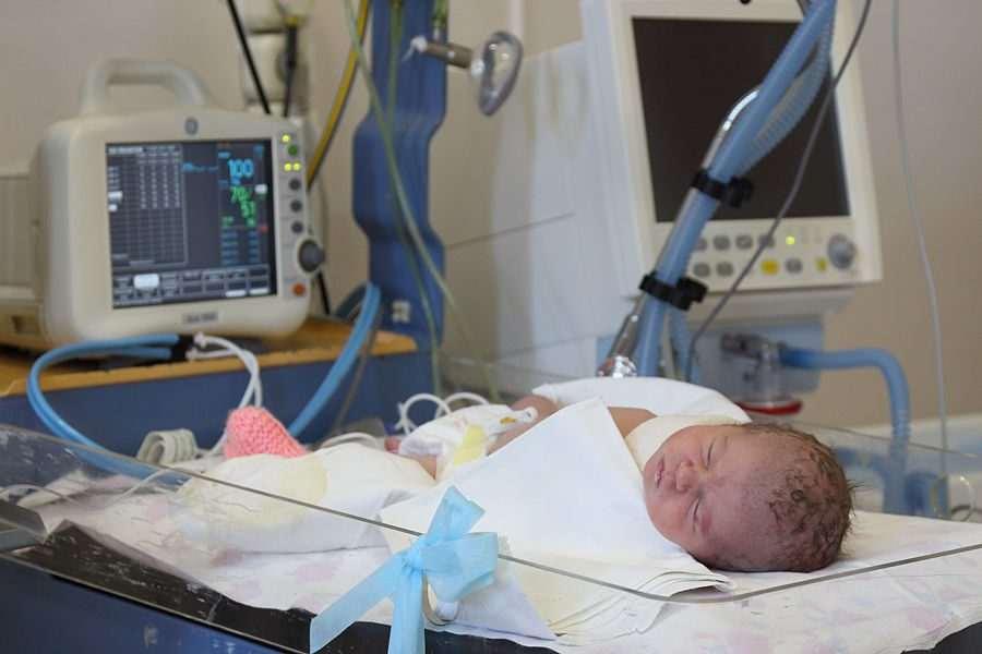 В Новороссийске экстренно прооперировали ребенка весом чуть более полутора килограммов