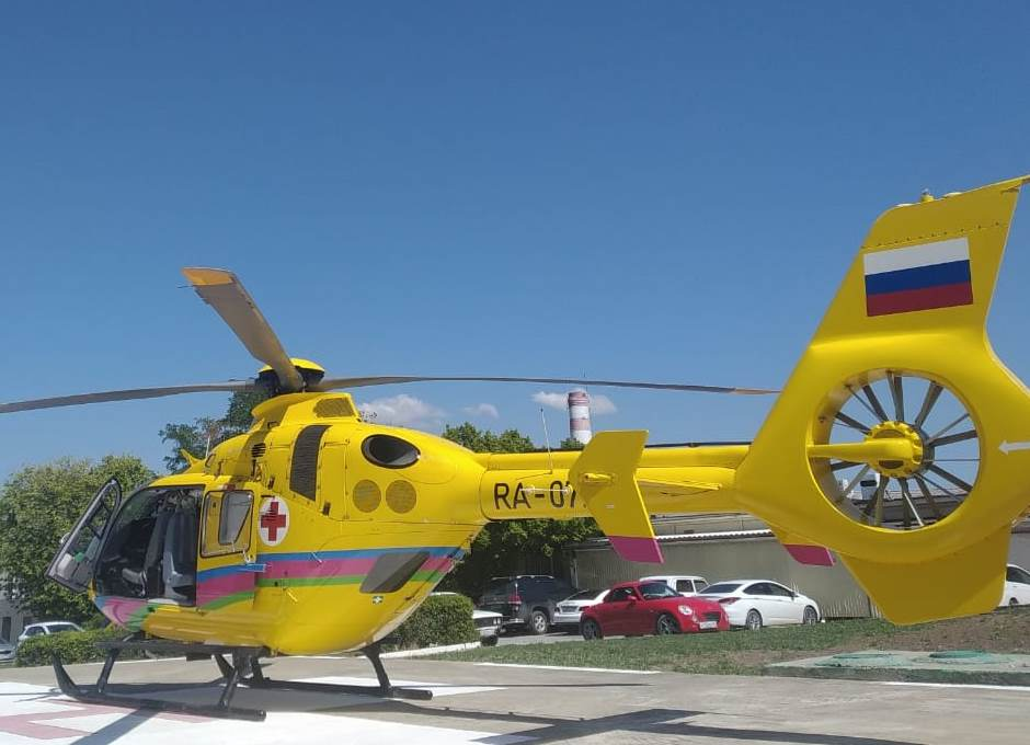 в Новороссийске к обгоревшим прилетел санитарный вертолет