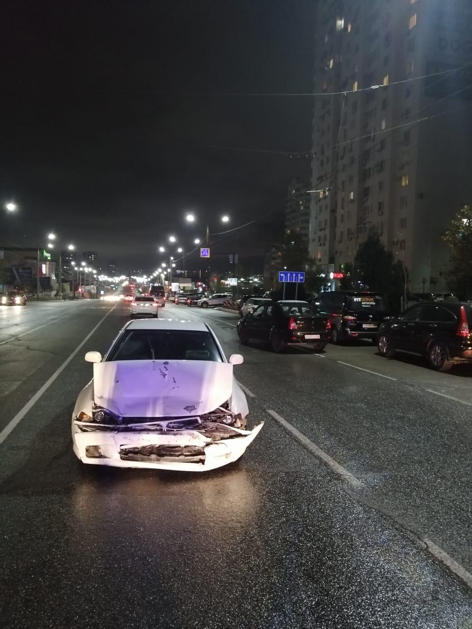 В Новороссийске недалеко от опасной «зебры» столкнулись иномарки