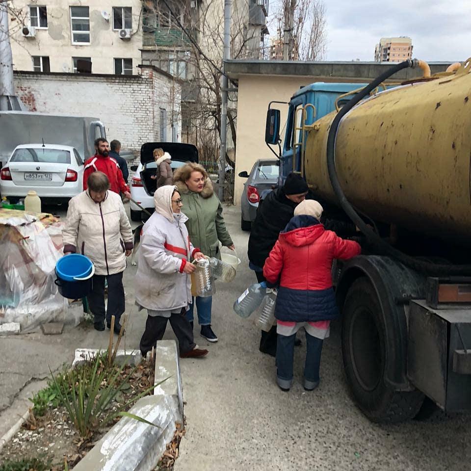 Новороссийцы не могут дозвониться до водовозок