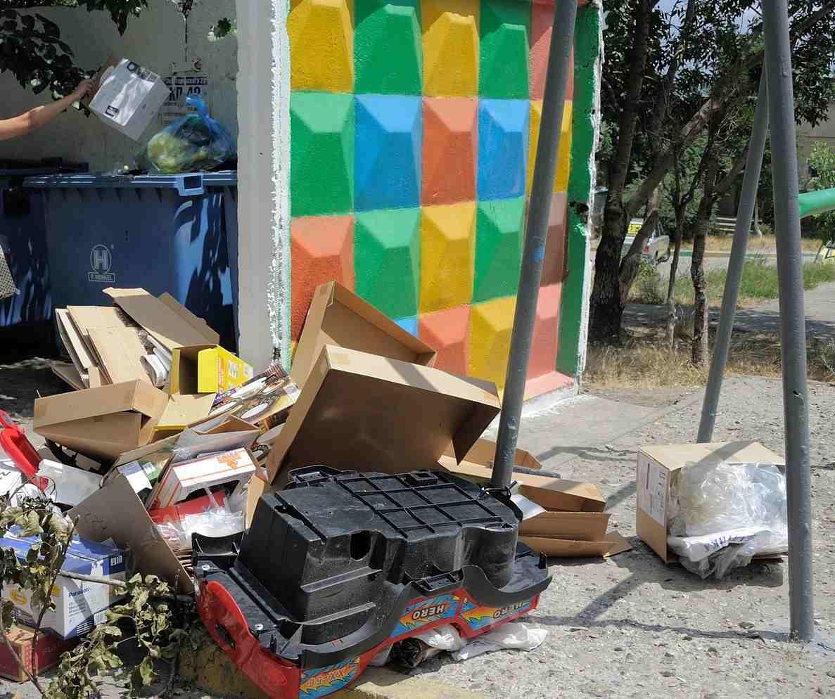 Кто отвечает вНовороссийске законтейнерные площадки для мусора?