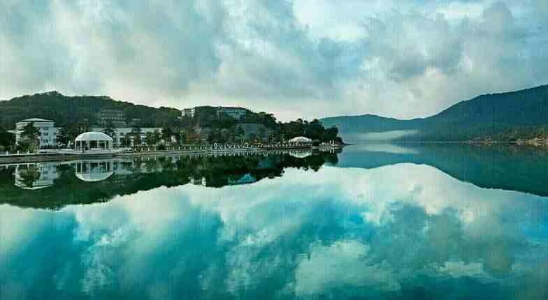Озеро Абрау под Новороссийском попало в топ самых красивых вместе с Байкалом и Рицей