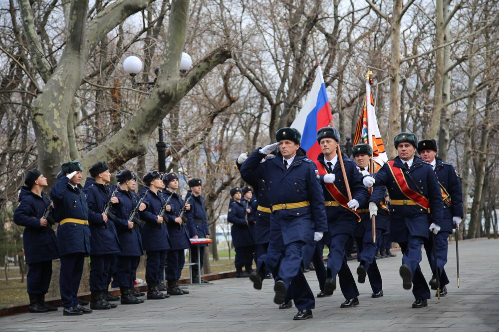 В Новороссийске десантники приняли присягу перед Вечным Огнем