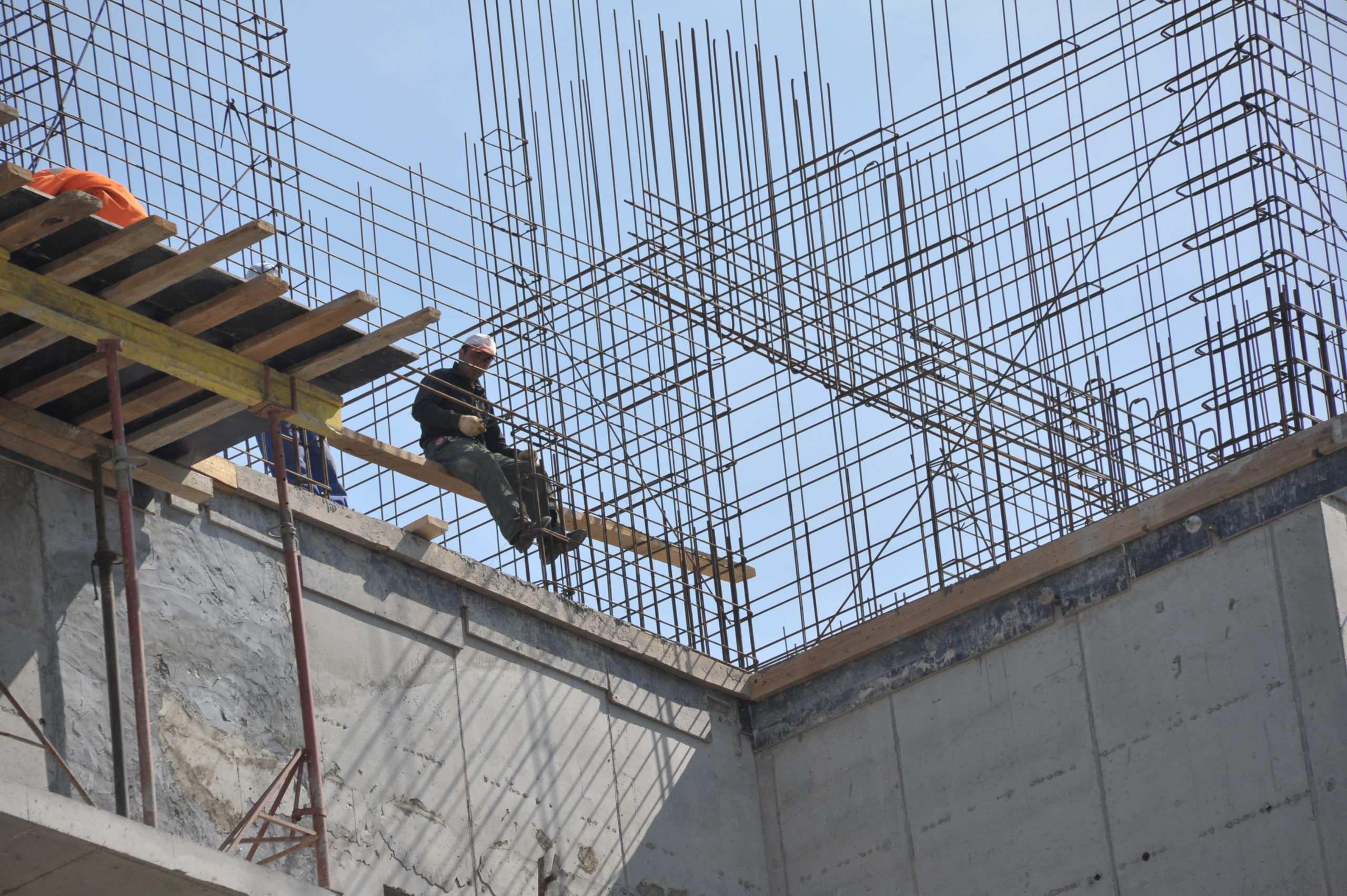 В Новороссийске из-за мигрантов остановили стройку