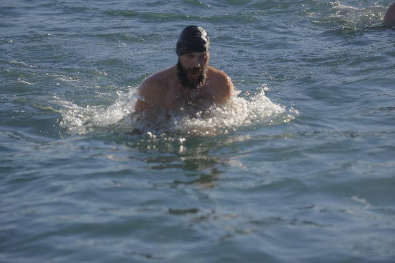 Новороссийские моржи. Море для них всегда теплое