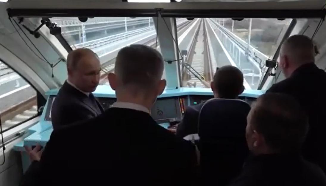 Путин на Крымском мосту обсуждал проблемы Новороссийска
