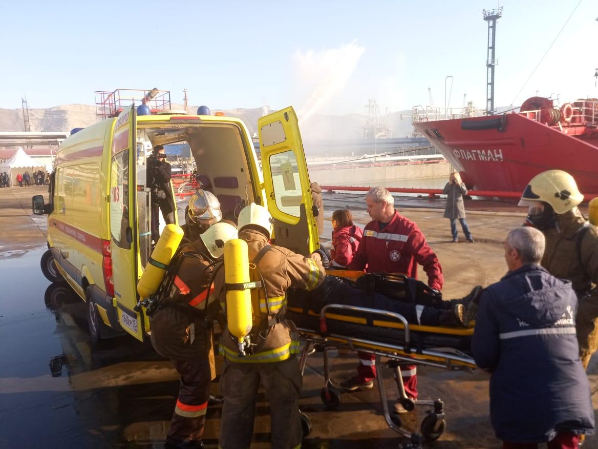 В Новороссийске 11 декабря «горел» танкер. Всех спасли