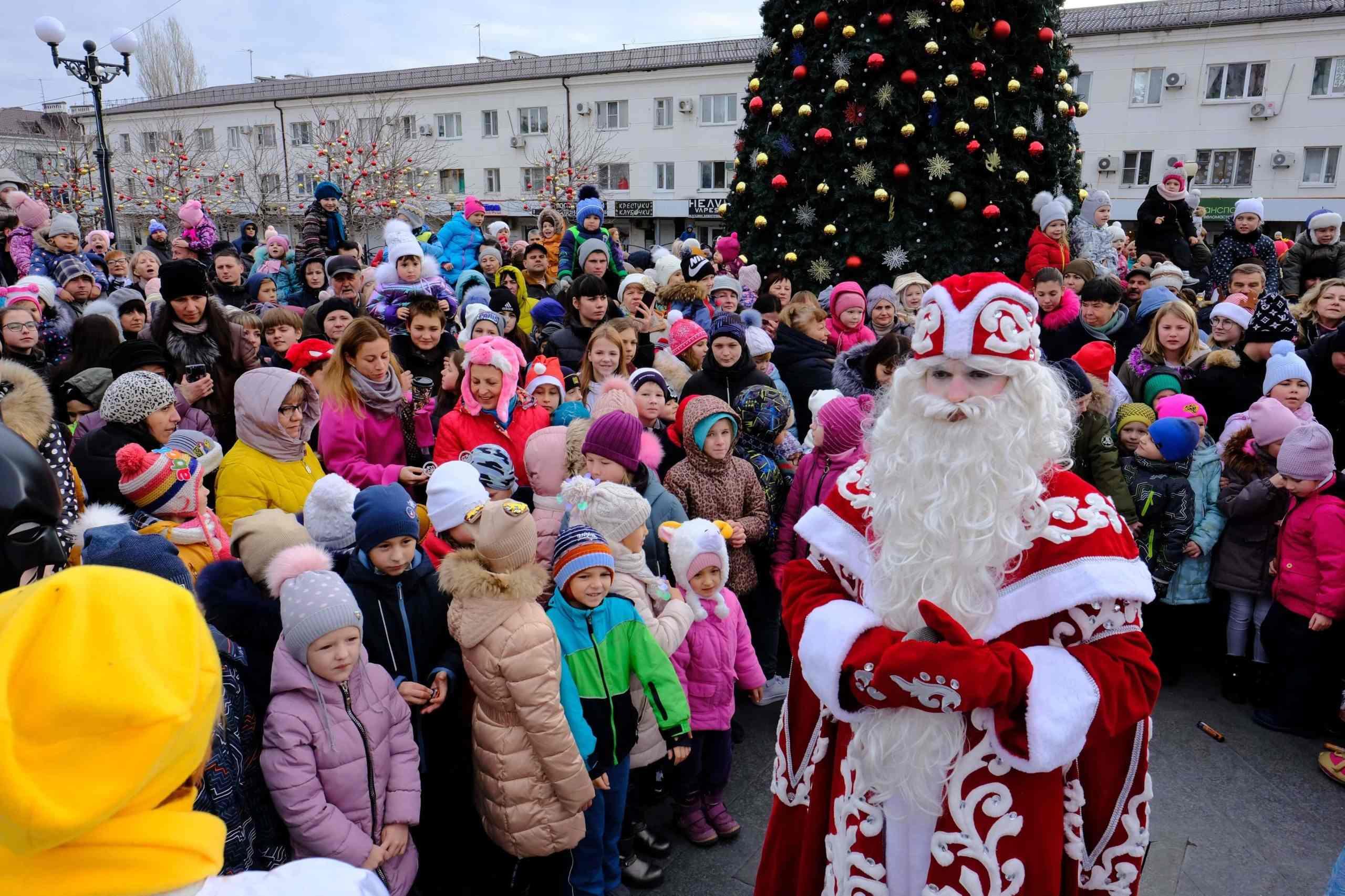По Новороссийску прокатилось праздничное настроение