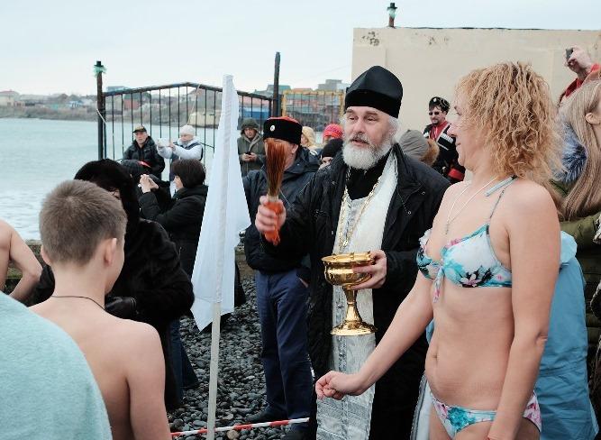 Где и когда в Новороссийске набрать крещенской воды?
