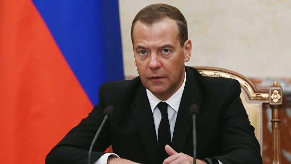 Дмитрий Медведев иправительство вполном составе подали вотставку
