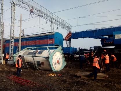 Неподалеку от Новороссийска, в станице Киевской, с рельсов сошли вагоны с едким натром