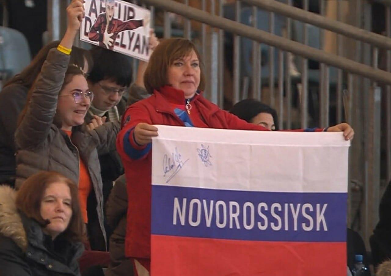 Болельщица изНовороссийска поддерживает наших фигуристов начемпионате Европы