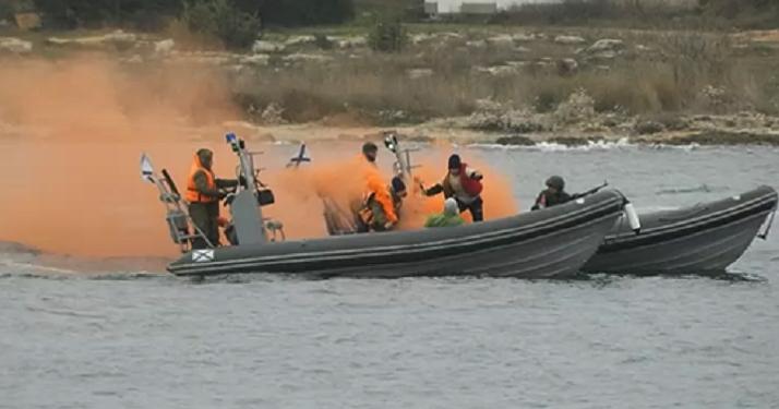 В Новороссийске «боролись» с подводными диверсантами
