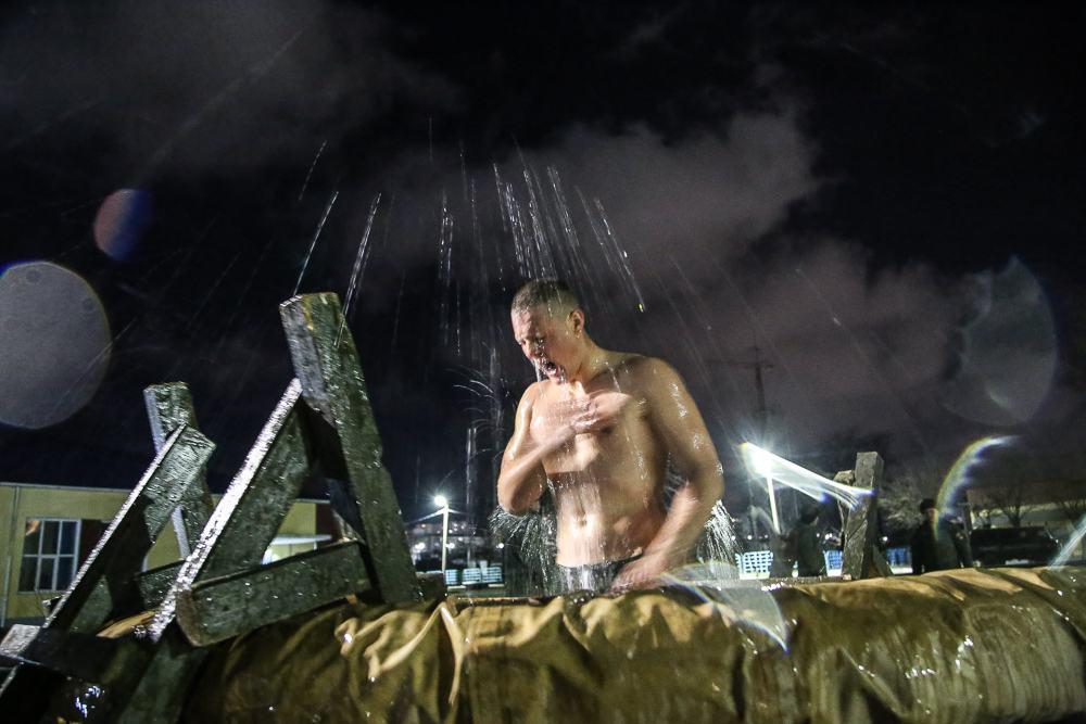 Фоторепортаж. Крещенская ночь. Сильные духом. Крепкие телом.