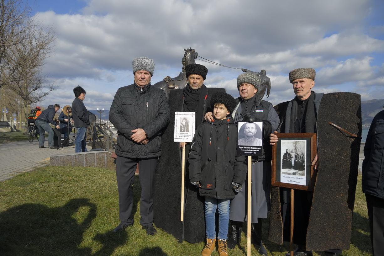 Казаки в Новороссийске поклонились памяти предков