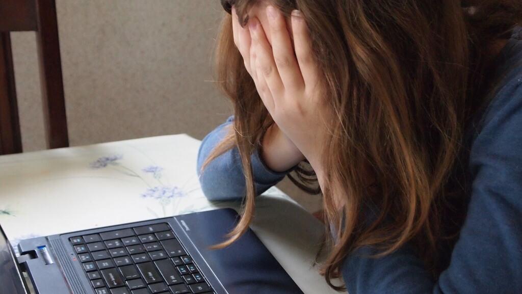 Кибербуллинг: как понять, что на ребенка началась травля?